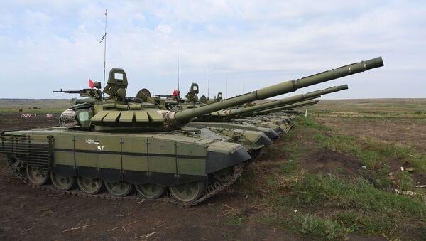 Тенкови Т-72Б3 на војним вежбама у Ростовској области - Sputnik Србија