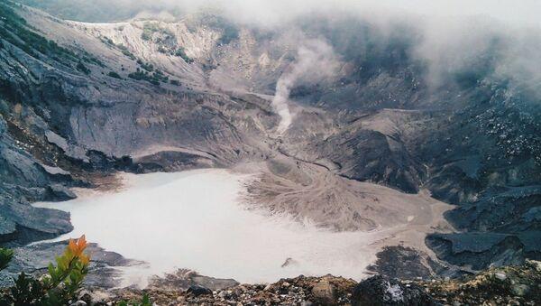 Krater vulkana u Indoneziji - Sputnik Srbija