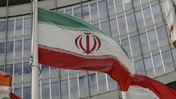 Iranska zastava ispred zgrade Međunarodne agencije za atomsku energiju u Beču - Sputnik Srbija