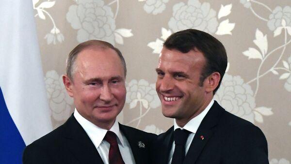 Predsednici Rusije i Francuske Vladimir Putin i Emanuel Makron na sastanku na marginama samita G20 u Osaki - Sputnik Srbija
