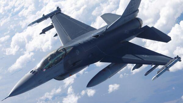 Američki vojni avion F-16 - Sputnik Srbija