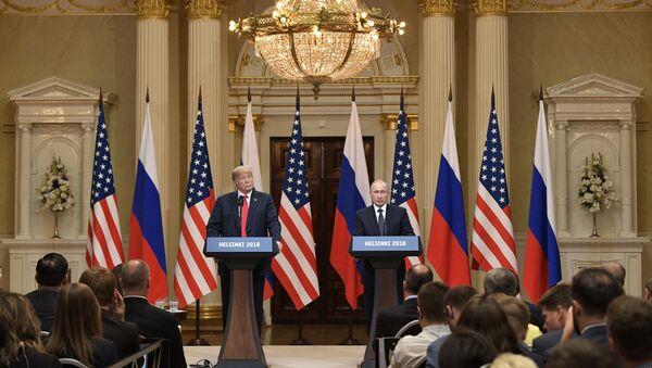 Predsednici SAD i Rusije Donald Tramp i Vladimir Putin na zajedničkoj konferenciji za medije nakon sastanka u Helsinkiju - Sputnik Srbija