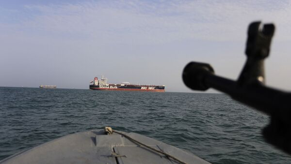 Ирански војни брод током заплене британског танкера - Sputnik Србија
