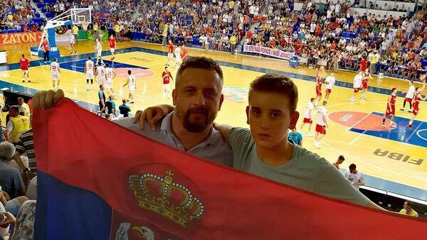 Vukovići na susretu reprezentacija Crne Gore i Srbije u Podgorici. - Sputnik Srbija