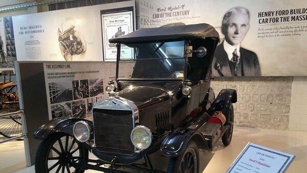 Фордов Модел Т  - први аутомобил који је ушао у масовну производњу   - Sputnik Србија