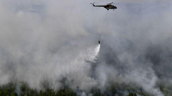 Helikopter Mi-8 gasi požar u Krasnojarskom kraju Rusije - Sputnik Srbija