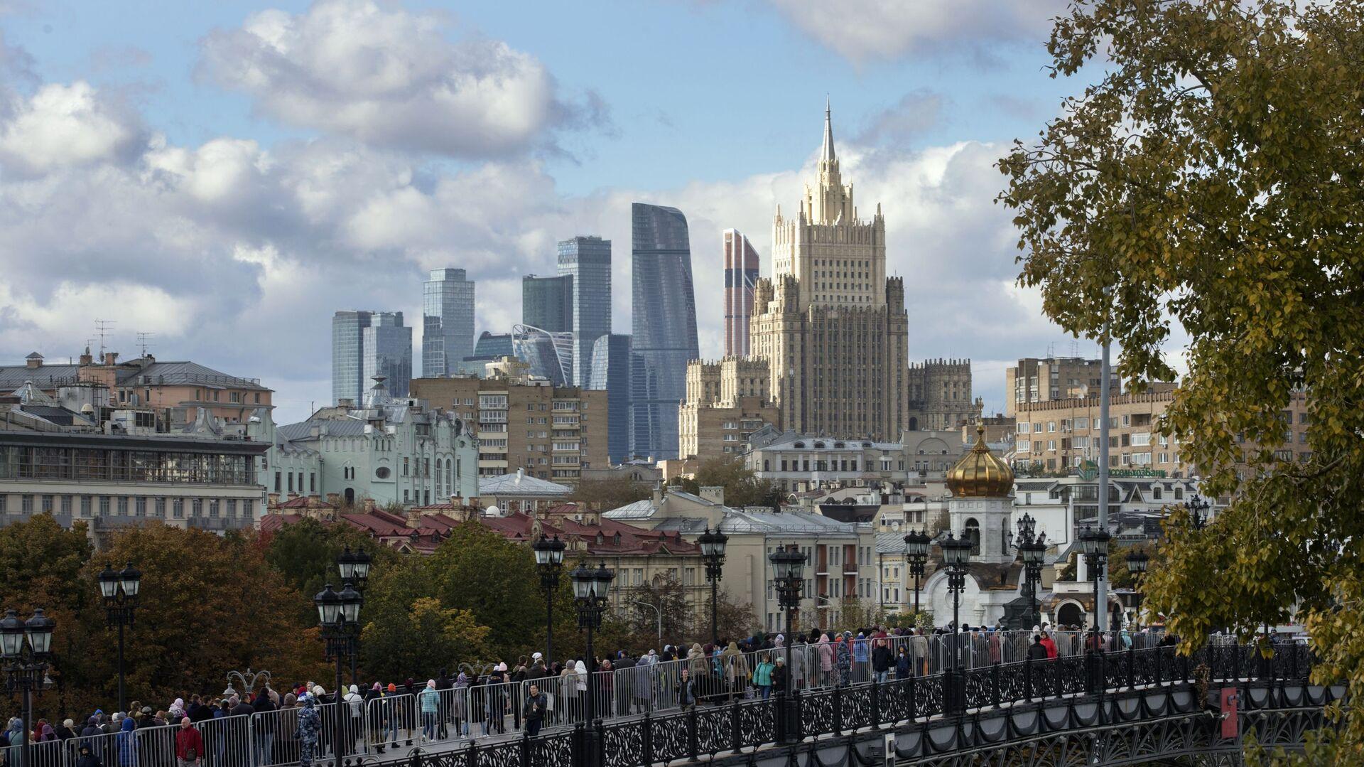 Pogled na zgradu Ministarstva spoljnih poslova Rusije i poslovni centar Moskva siti - Sputnik Srbija, 1920, 25.07.2021