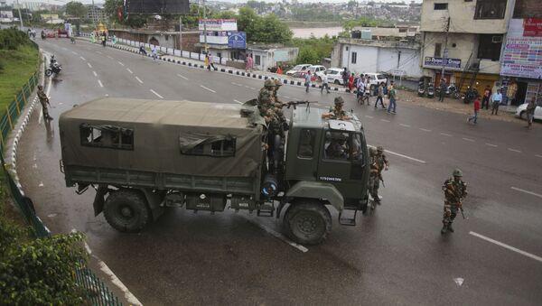 Indijska vojska patrolira Kašmirom - Sputnik Srbija