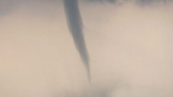 Vodeni tornado  - Sputnik Srbija