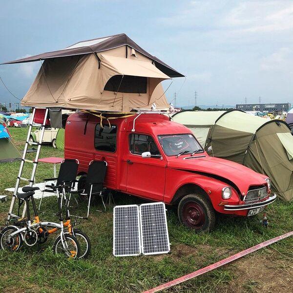 """Pored klasičnog načina kampovanja, """"spačekisti"""" vole da iskoriste svaki raspoloživi prostor ne samo na zemlji, i u svojim automobilima, već i u vazduhu. - Sputnik Srbija"""