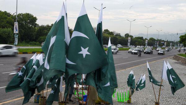 Пакистанске заставе постављене у Исламабаду поводом националног празника независности - Sputnik Србија
