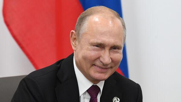 Председник Владимир Путин током разговора са Доналдом Трампом током самита Г20 у Осаки - Sputnik Србија