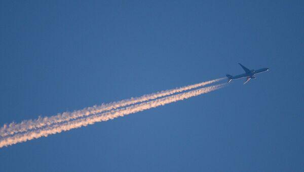 Авион на небу - Sputnik Србија