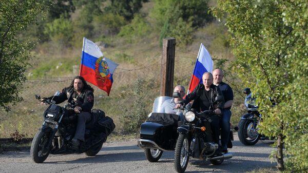 Председник Русије Владимир Путин на мотоциклистичком шоу који је организовао мото-клуб Ноћни вукови на Криму - Sputnik Србија