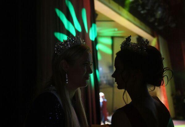 Učasnice konkursa iza kulisa za vreme finala konkursa Misis Rusija 2019 u Moskvi - Sputnik Srbija