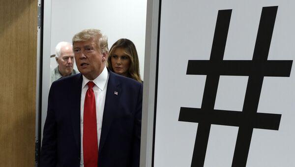 Američki predsednik Donald Tramp i prva dama Melanija Tramp dolaze u El Paso nakon pucnjave u ovom gradu   - Sputnik Srbija