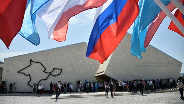 Memorijalni kompleks Put preporoda naroda Krima na železničkoj stanici Sirenj na Krimu - Sputnik Srbija