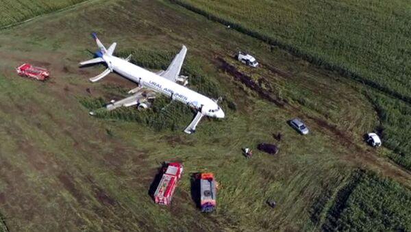 Авион А321 који је принудно слетео на њиву у предграђу Москве - Sputnik Србија