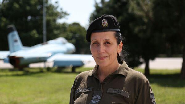 Zastavnik prve klase Nataša Jovanović, pripadnica Bataljona vojne policije specijalne namene Kobre. - Sputnik Srbija