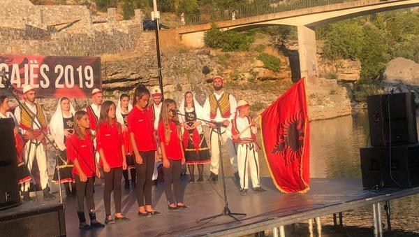 Albanske zastave u Tuzima dočekale Aljbina Kurtija. - Sputnik Srbija