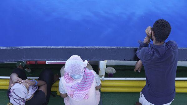 Мигранти на броду - Sputnik Србија