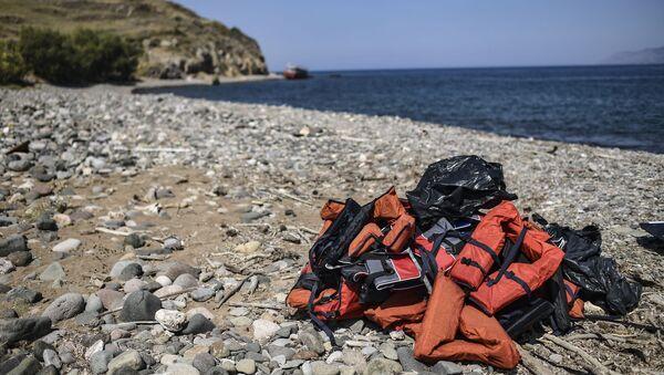 Прслуци за спасавање пронађени на обали Лезбоса - Sputnik Србија