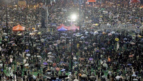 Демонстранти у парку Викторија у Хонгконгу - Sputnik Србија