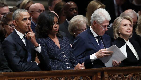 Обаме и Клинтонови на сахрани Џорџа Буша Старијег - Sputnik Србија