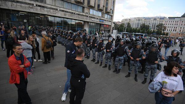 Припадници руске гарде обезбеђују протесте у Москви - Sputnik Србија
