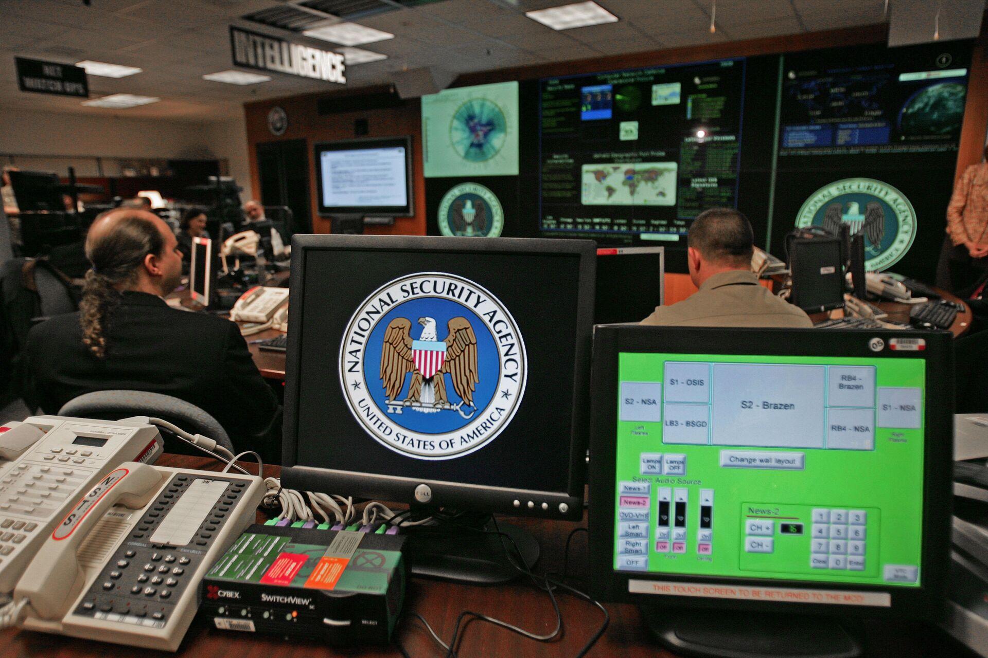 Компјутер са логом Националне безбедносне агенције САД у Мериленду - Sputnik Србија, 1920, 21.07.2021