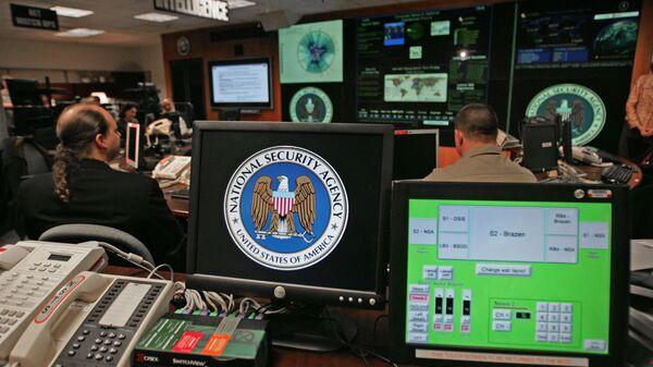 Kompjuter sa logom Nacionalne bezbednosne agencije SAD u Merilendu - Sputnik Srbija