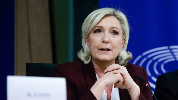 Liderka francuske partije Nacionalno ujedinjenje Marin Le Pen.  - Sputnik Srbija