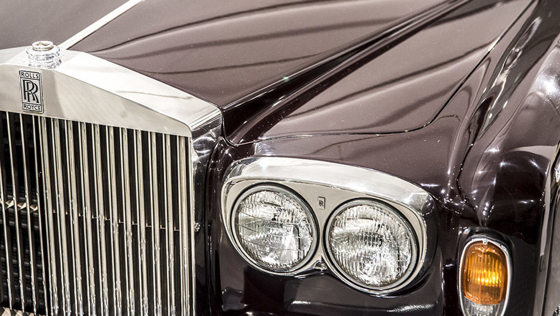 Аутомобил Ролс ројс шадоу у Музеју краљевских аутомобила у бившој резиденцији иранског шаха Мухамеда Резе Пахлавија - Sputnik Србија, 1920, 09.03.2021