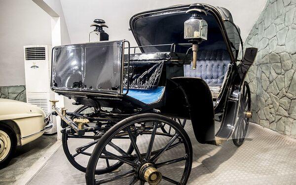 Кочија у Музеју краљевских аутомобила у бившој резиденцији иранског шаха Мухамеда Резе Пахлавија - Sputnik Србија