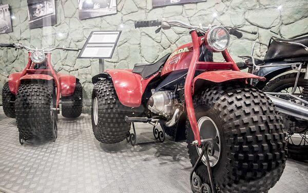 Мотоцикл Honda ATC90 у Музеју краљевских аутомобила у бившој резиденцији иранског шаха Мухамеда Резе Пахлавија - Sputnik Србија