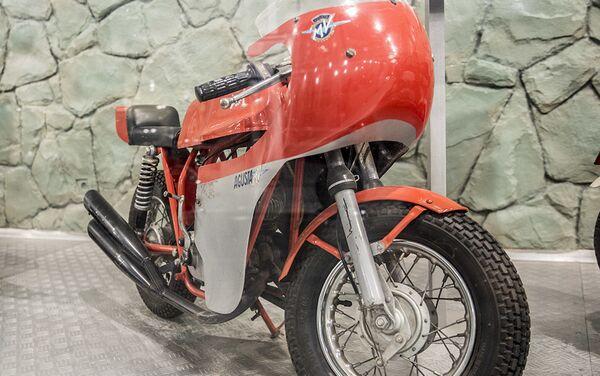 Мотоцикл MV Agusta Mini Bike у Музеју краљевских аутомобила у бившој резиденцији иранског шаха Мухамеда Резе Пахлавија - Sputnik Србија