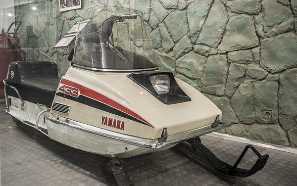 Моторне санке Yamaha SL433F у Музеју краљевских аутомобила у бившој резиденцији иранског шаха Мухамеда Резе Пахлавија - Sputnik Србија