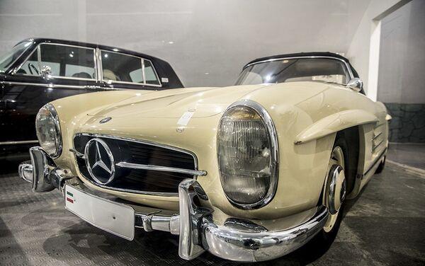 Ексклузивни аутомобил Mercedes-Benz SSL у Музеју краљевских аутомобила у бившој резиденцији иранског шаха Мухамеда Резе Пахлавија - Sputnik Србија