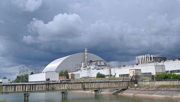 Метална купола покрива реактор нуклеарне електране у Чернобиљу - Sputnik Србија