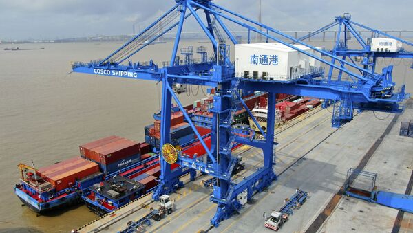 Transportni kontejneri u luci Nantong u Kini - Sputnik Srbija