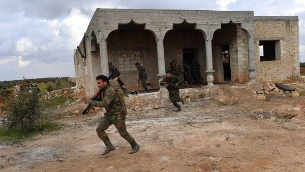 Припадници сиријске војске у војним вежбама у подручју Манбиџа у провинцији Алеп - Sputnik Србија