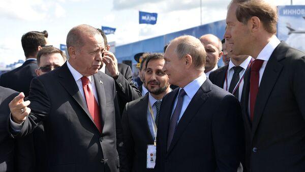 Руски председник Владимир Путин и председник Турске Реџеп Тајип Ердоган на МАКС 2019 - Sputnik Србија