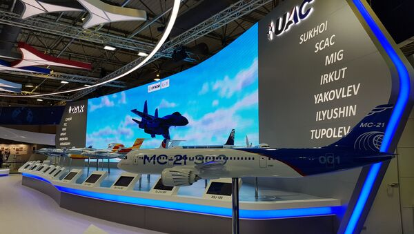 МС-21 - први руски путнички ускотрупни авион за средња путовања имао је свој први демонстрациони лет на авио-салону МАКС-2019, а у једном од павиљона приказана је и његова макета - Sputnik Србија