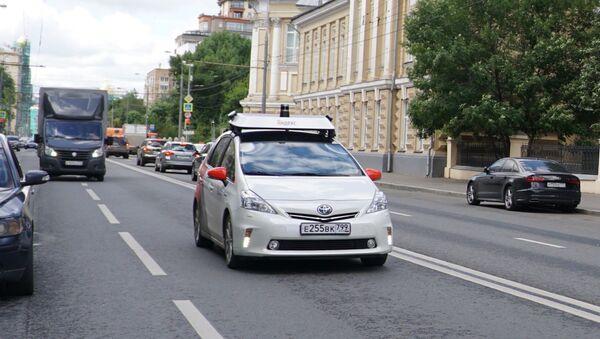 """Automobili sa auto-pilotom kompanije """"Jandeks"""" u centru Moskve (foto iz arhive) - Sputnik Srbija"""