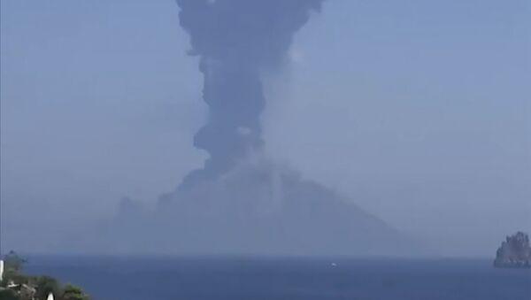Ерупција вулкана Стромболи - Sputnik Србија