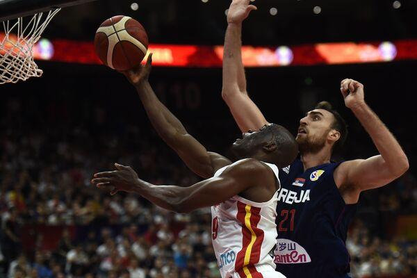 Битка за кош на утакмици Србија – Ангола - Sputnik Србија