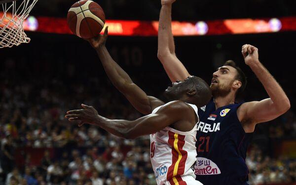 Bitka za koš na utakmici Srbija – Angola - Sputnik Srbija