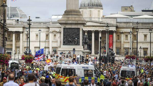 Протест у Лондону - Sputnik Србија