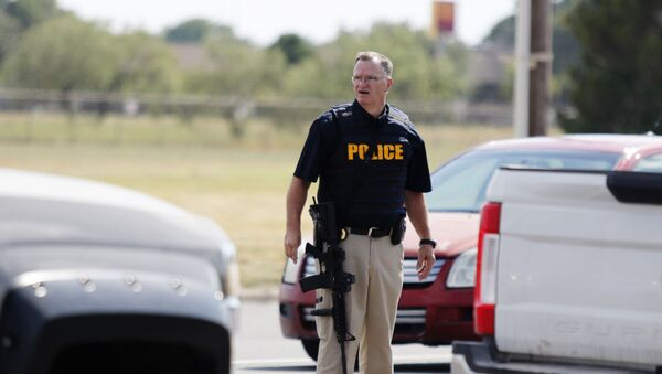 Policajac na mestu napada u Teksasu - Sputnik Srbija
