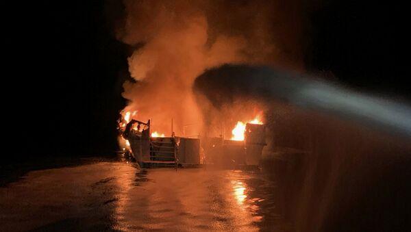 Пожар на броду недалеко од обале Јужне Калифорније - Sputnik Србија